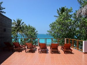 Sonnenterasse des Athiri Beach Resort